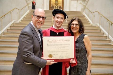 Марк Цукерберг вперше отримав диплом про вищу освіту