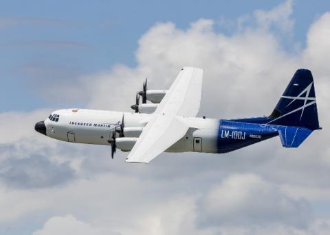 У США випробували цивільний вантажний літак