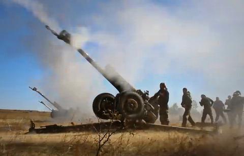 Бойовики обстріляли житловий квартал із важкої артилерії (ВІДЕО)