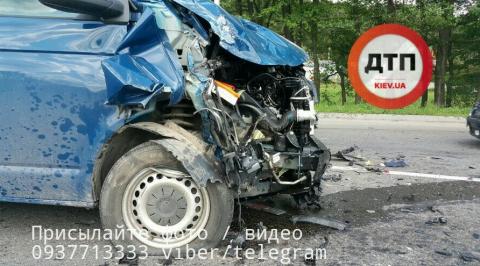 Трагічне ДТП: під Києвом сталась смертельна аварія, є жертви (ФОТО)