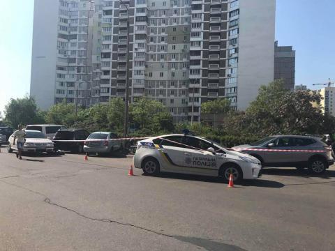 В Києві невідомі зухвало розстріляли чоловіка прямо на вулиці