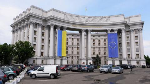 Чи буде введено візовий режим з Росією: в МЗС назвали складнощі, які стоять на цьому шляху