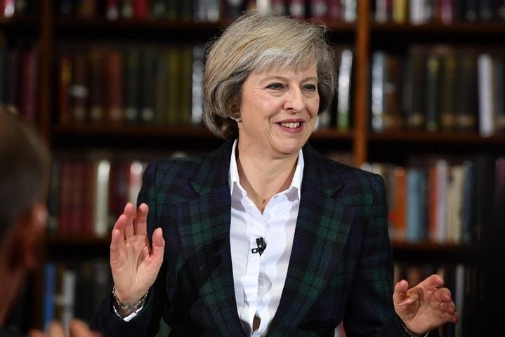 Мей попросить королеву Великої Британії дозволити сформувати новий уряд