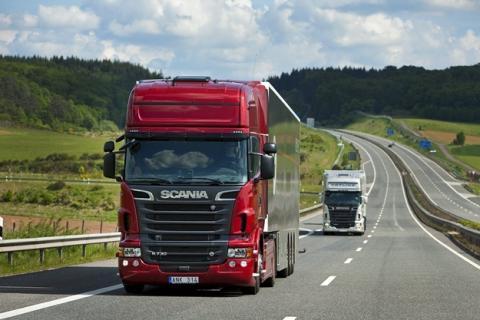 Рух вантажівок заборонено під час спеки на літній період