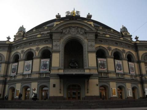 Відомий артист вимагає величезну суму грошей від київського театру