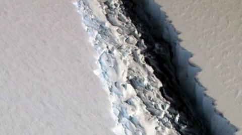 Від Антарктиди відколеться найбільший за всю історію айсберг