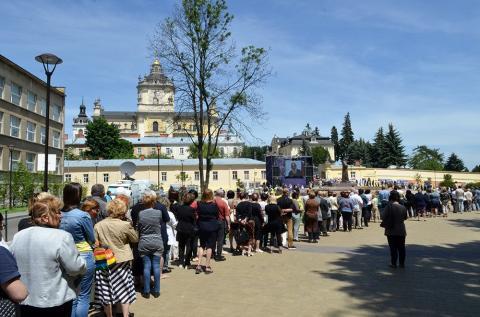 У Львові тисячі вірян прийшли попрощатися з Блаженнішим Любомиром Гузаром (ФОТО)