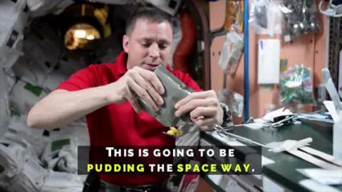 Захоплююче відео: астронавт НАСА побудував в космосі вежу з пудингу (ВІДЕО)