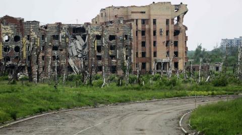 Терористи відкрили вогонь по Красногорівці, є поранені