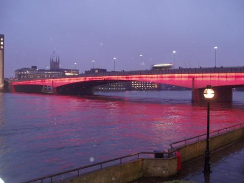 На Лондонському мосту фургон в'їхав у пішоходів
