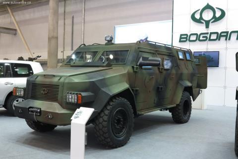 Україна випробувала новий бронеавтомобіль (ВІДЕО)