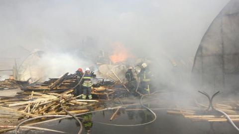 Пожежу на складах у Броварах локалізовано, - ДСНС