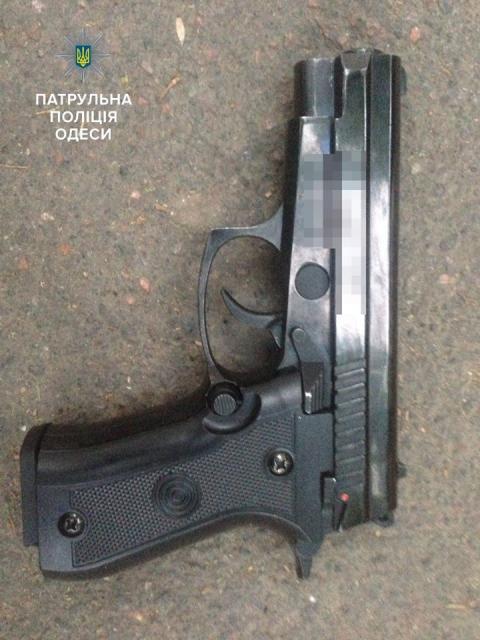 Стрілянина в Одесі: сварка між молодиками завершилася з постраждалими (ФОТО)