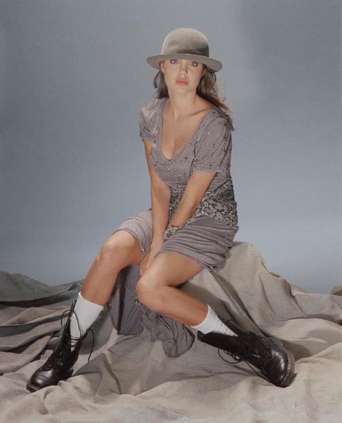 В мережі з'явилися знімки з фотосесії юної і ще не знаменитої Анджеліни Джолі (ФОТО)