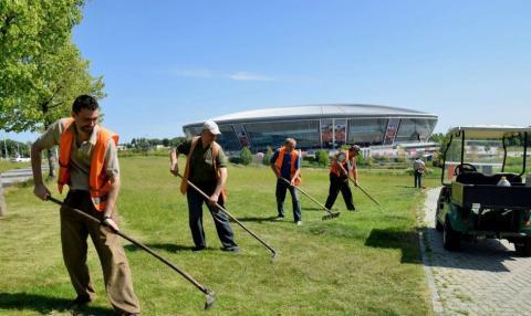 У мережі присоромили «ДНР» через жахливий стан території біля стадіону «Донбас Арена» (ФОТО)