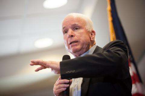 Маккейн закликав посилити санкції проти Росії