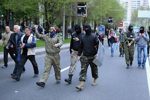 Донецькі прихильники окупації кинулися робити біометричні паспорти