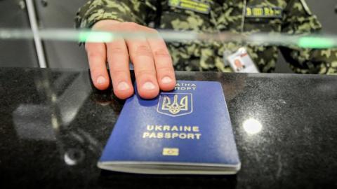 У МЗС повідомили, скільки українців вже перетнули європейський кордон без віз