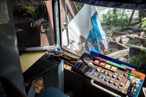 У Дніпрі потяг протаранив трамвай: є жертви (ФОТО)