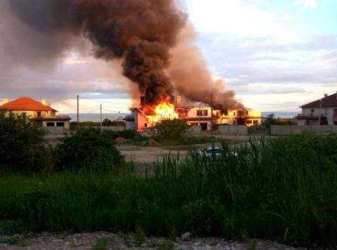 В АТО під обстріли потрапив житловий сектор: палає будинок