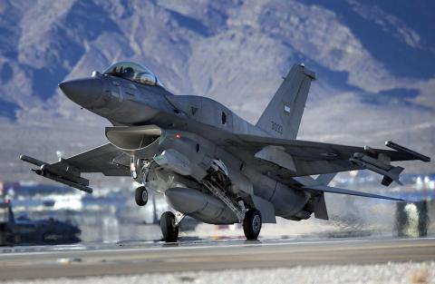 У США розбився винищувач F-16 з боєприпасами
