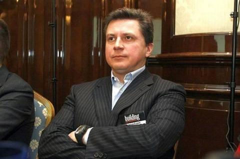 Син Азарова купив за кордоном цілу мережу автозаправок