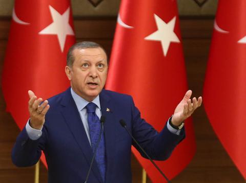 Ердоган знепритомнів під час святкової молитви