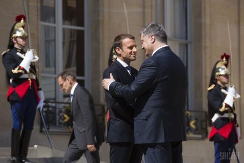 Президент Порошенко вперше зустрівся з Макроном (ФОТО)