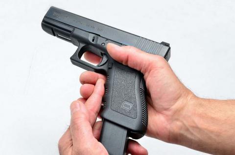 Стало відомо, який процент українців бажає легалізації зброї