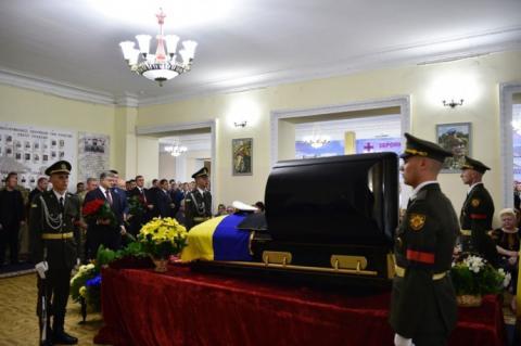 """""""Пишаюсь такими героями, як Максим Шаповал"""", — Порошенко"""