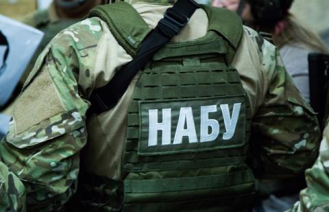 """Детективи НАБУ викрили """"серійного"""" хабарника"""