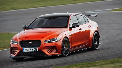 """Jaguar презентував """"заряджений"""" седан XE (ФОТО)"""