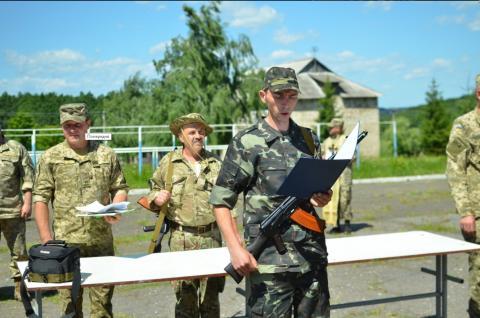 У Чернівецькій області військовозобов'язані склали під час зборів Військову присягу на вірність Українському народові (ФОТО)