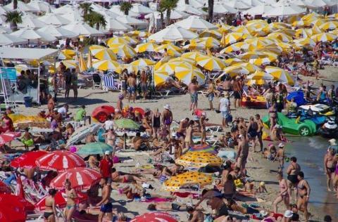 Окупованому Криму не снилося: у мережі опублікували фото одеського пляжу (ФОТО)