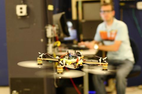 Інженери навчили дрон керувати вантажем (ВІДЕО)