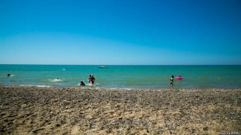 Пусті пляжі та військові навчання: нові реалії Криму (ФОТО)