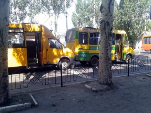 В окупованому бойовиками місті сталася ДТП, є постраждалі (ФОТО)