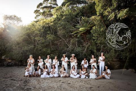 Австралійський фотограф виразила своє захоплення жінками, що нещодавно народили, у захопливих знімках (ФОТО)