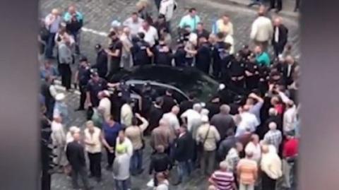 Протести під Кабміном: автомобіль в'їхав у натовп