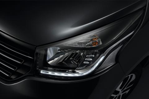 """Компанія Renault розсекретила """"космічний"""" мінівен Trafic (ФОТО)"""