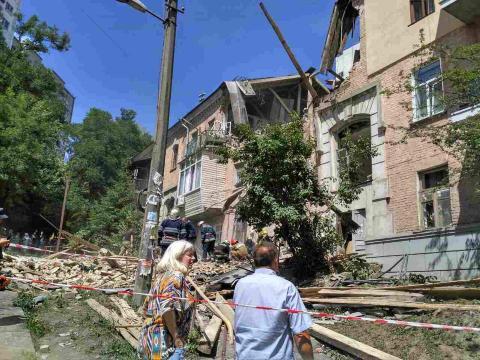 В Києві пролунав потужний вибух: вже є інформація про постраждалих (ФОТО)