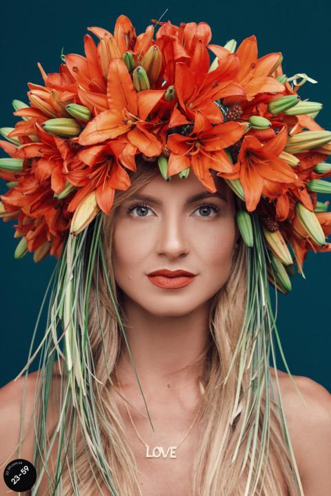 Відомі українки приміряли розкішні купальські вінки (ФОТО)