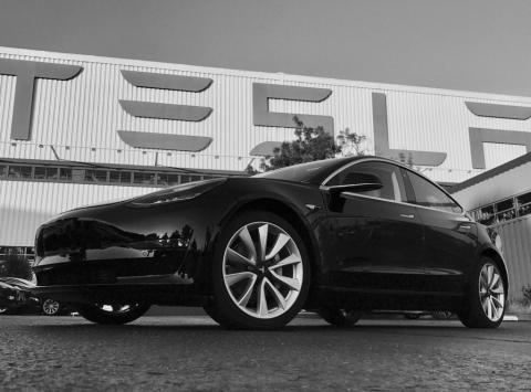 Ілон Маск оприлюднив фотографії нового електрокара