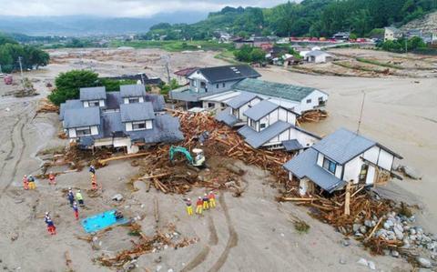 Внаслідок потужних злив у Японії загинули щонайменше 18 людей