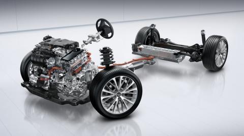 Toyota розсекретила новий гібридний седан Camry (ФОТО)