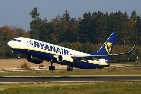 Відомий лоукостер зупинив всі авіарейси в Україну