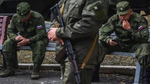 Російські військові на Донбасі грабують місцевих бойовиків
