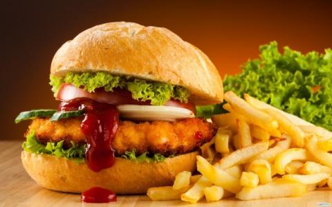 Дослідники розповіли, як жирна їжа впливає на мозок людини