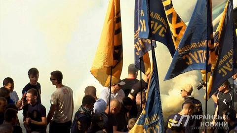 Зняття недоторканності з депутатів вимагають мітингувальники: учасники акції кидають димові шашки (ФОТО)