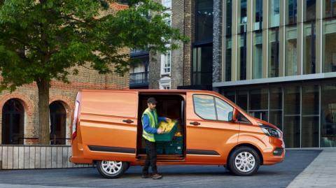 Ford презентував оновлений фургон Transit Custom (ФОТО)